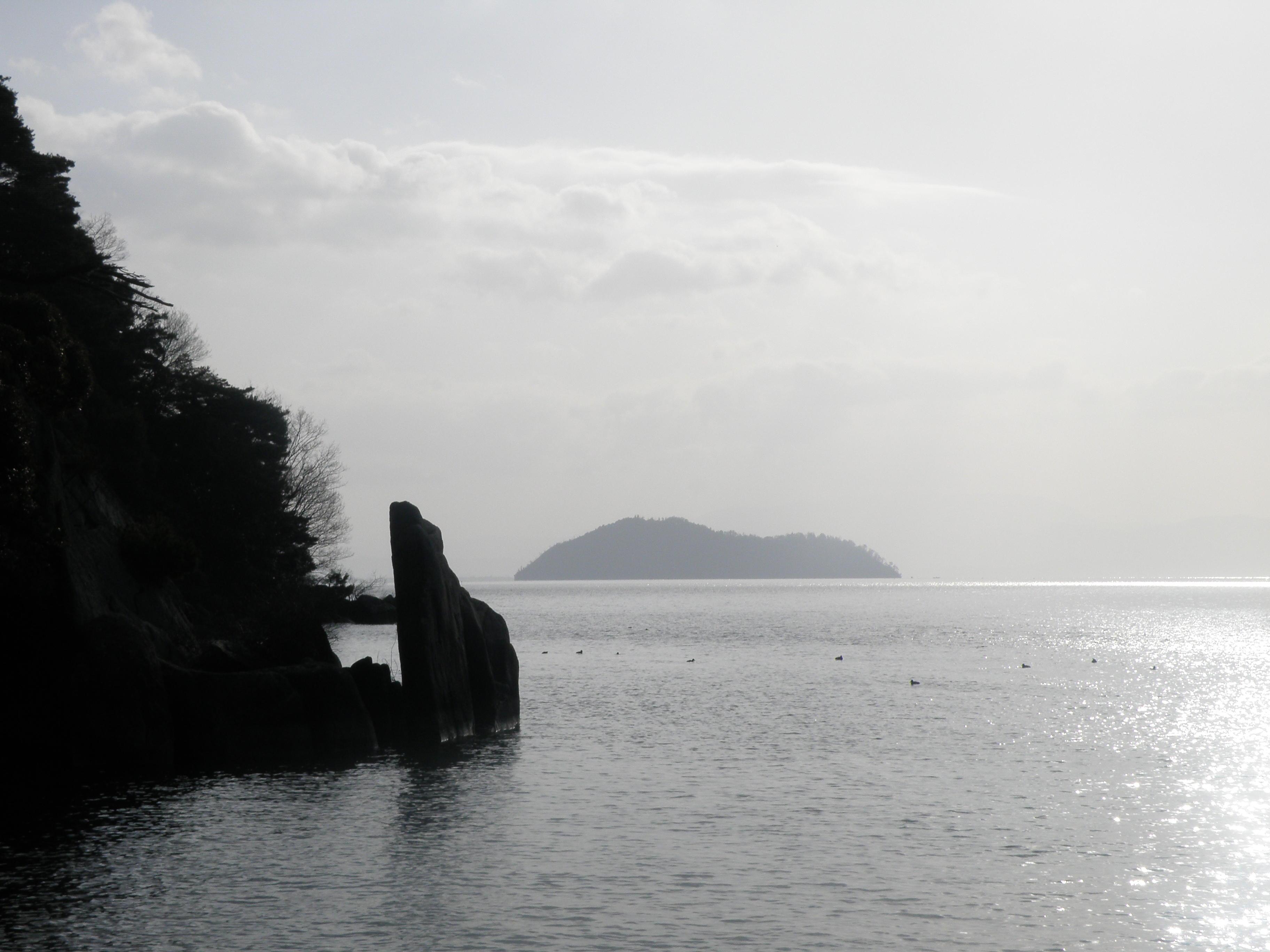 暁霧・海津大崎の岩礁