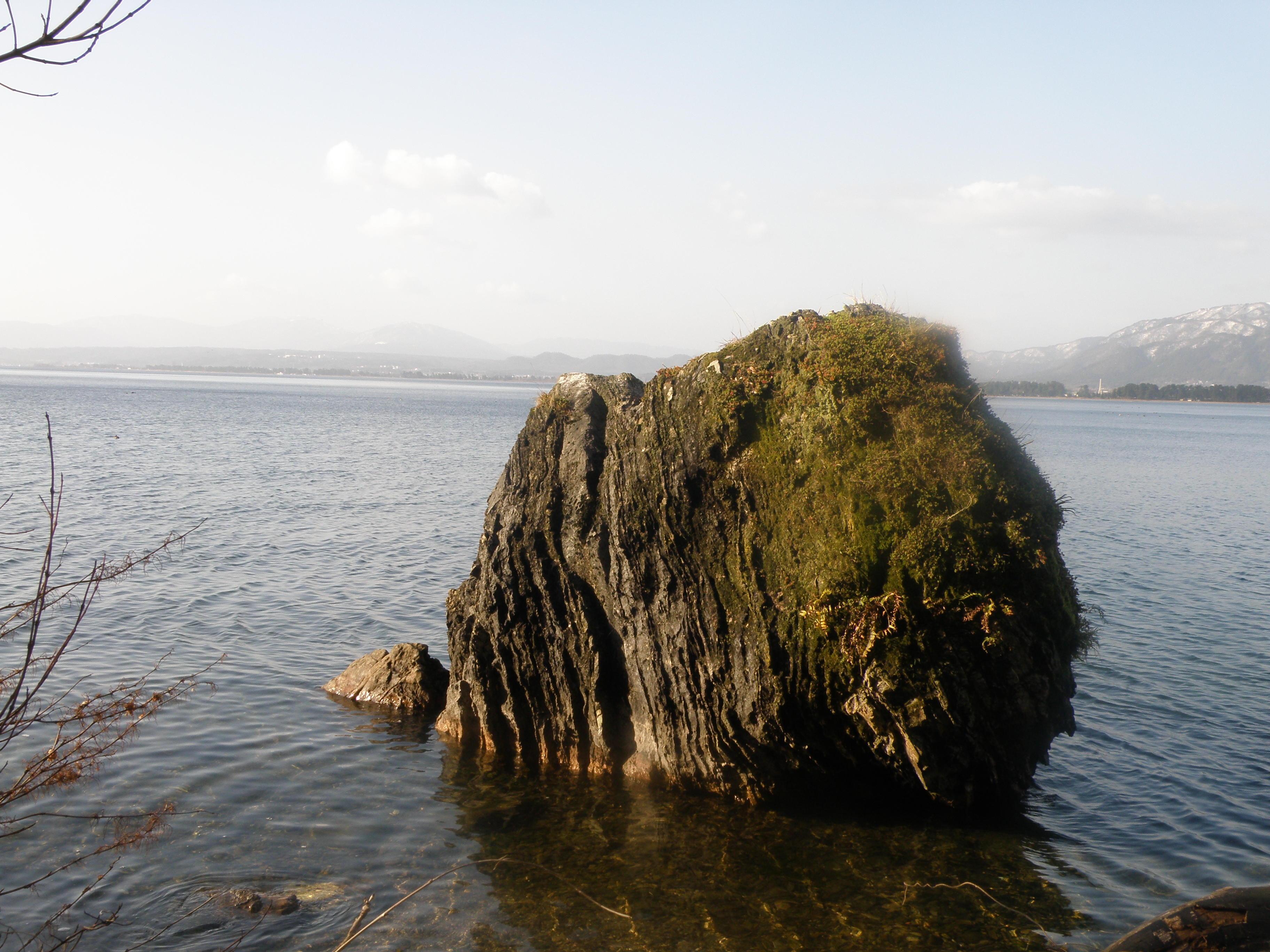 義経の隠れ岩