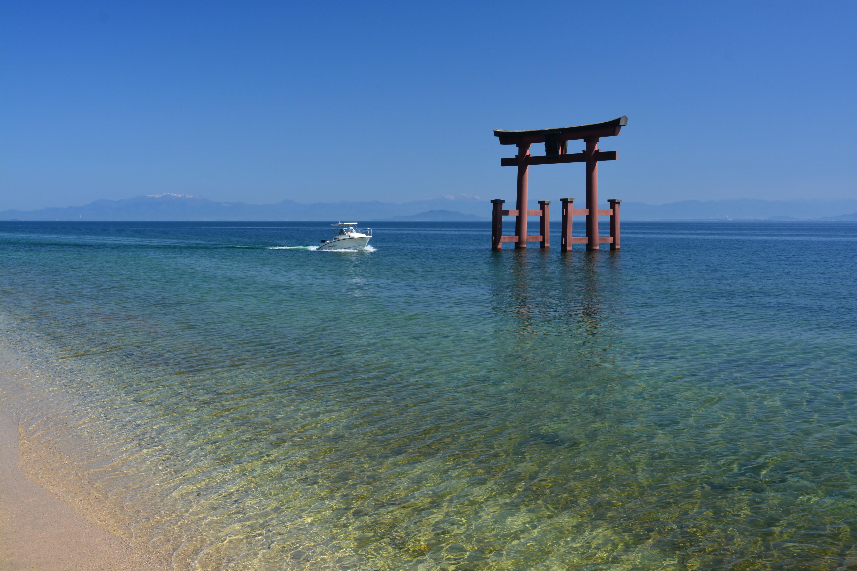 澄み渡る琵琶湖