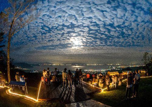 湖面輝く満月!箱館山ナイトゴンドラ