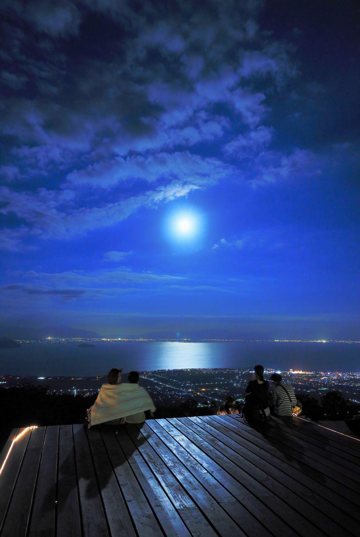 月光が照らす丘  辰巳敬造様